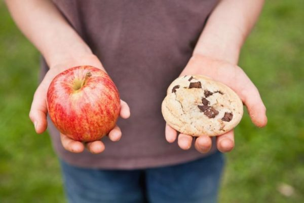 Body Renewer-Food-choices-Stop-Cravings-in-7-Days-hand holding Apple-Cookie